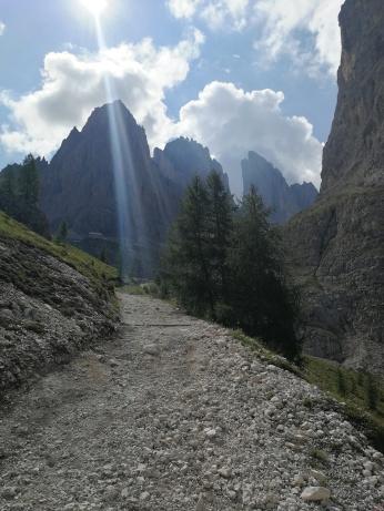 Rifugio Vicenza in lontananza.